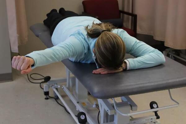 حرکات ورزشی درد کتف