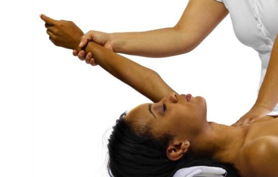 حرکت کششی درد دلتوئید